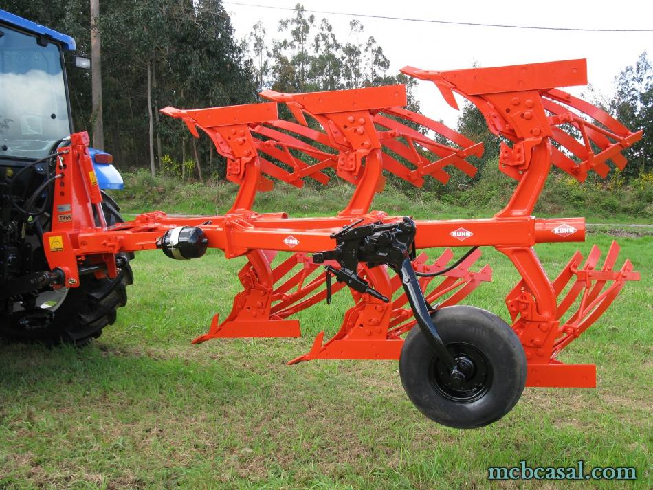 Arado Kuhn - Huard trisurco con láminas 5