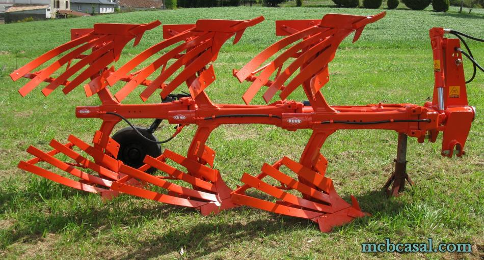 Arado Kuhn - Huard trisurco con láminas 1