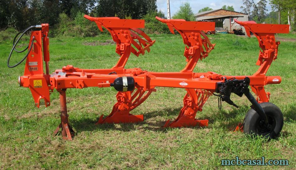 Arado Kuhn - Huard trisurco con láminas 12