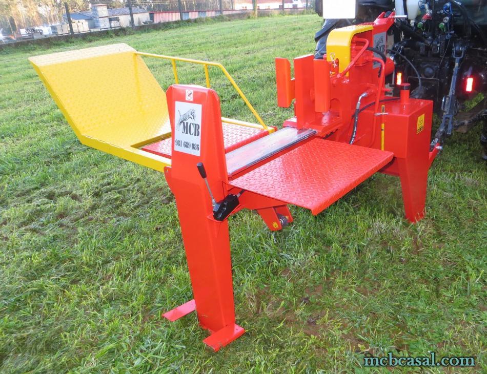 Astilladora de leña horizontal con mesa de levantar 4